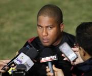 Alfredo Despaigne es perseguido por la prensa. Foto: Ismael Francisco / Cubadebate