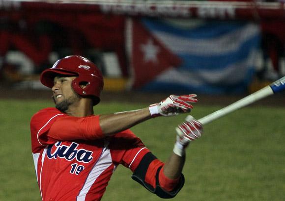 Lourdes Gourriel,  debutó anoche con el equipo Cuba. Foto: Ismael Francisco / Cubadebate