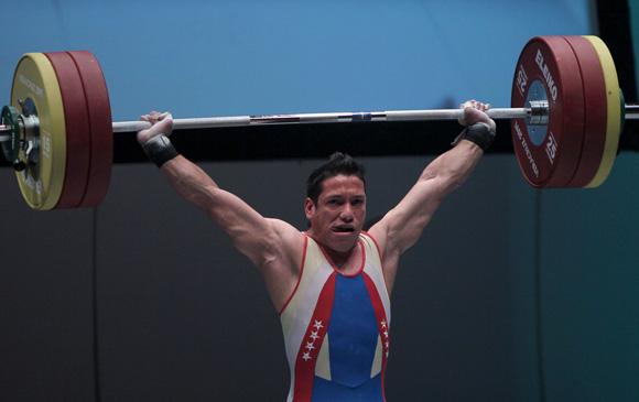 El venezolano Junior Sánchez gano medalla de Oro en las Pesas en los 77 kg. Foto: Ismael Francisco / Cubadebate.