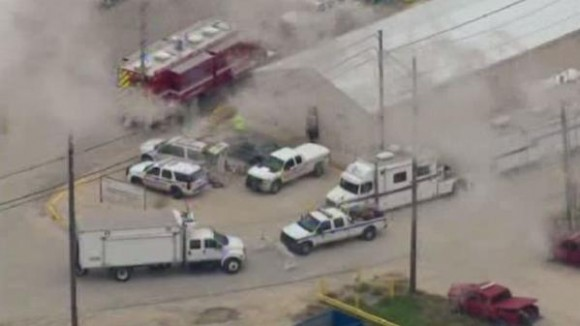 Cuatro personas murieron el sábado en una explosión tras una fuga producida en una planta química de la compañía DuPont en Texas (centro-sur de Estados Unidos), informó el gerente del sitio.