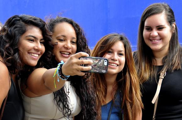 """Unos 625 estudiantes, 90 por ciento de ellos estadounidenses, arribaron esta mañana a La Habana. """"Estamos muy entuasmados"""", comentaron. Foto: Ladyrene Pérez / Cubadebate."""
