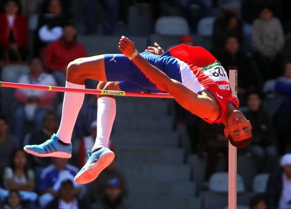 Sergio Mestre gana medalla de Oro en Salto de Altura, con registro de 2,26 mts. Foto: Ismael Francisco/ Archivo de Cubadebate.
