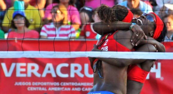 Voleibol de playa F oro para cuba Lianma Flores y Leila Martinez. La útima de Oro de la delgación cubana. Foto: Ricardo López Hevia / Granma / Cubadebate