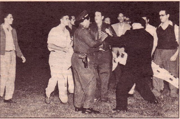 Maestri sale en defensa de José Antonio Echeverría y sus compañeros.