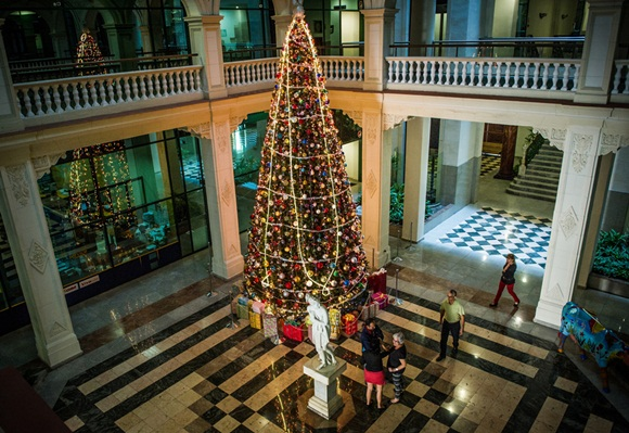 CUBA-ECONOMY-BUSINESS-CHRISTMAS