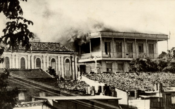 Cuartel de la Policía Nacional, en la loma del Intendente, atacado e incendiado, quedando totalmente destruido, por los comandos bajo el mando de Pepito Tey y Otto Parellada. Foto: Verde Olivo / Archivo.