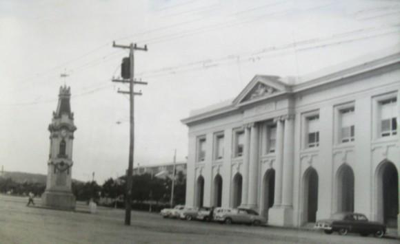 Edificio de la Aduana, donde radicaba la Policía Marítima, atacado y tomado por el comando dirigido por Jorge Sotus Romero. Foto: Bohemia / Archivo.