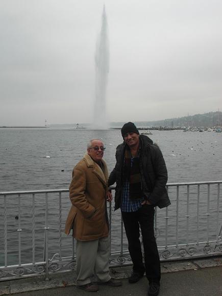 Jorge y Félix de paseo por la ciudad de Ginebra el día antes de regresar a La Habana.Precisa Pérez que la embajada de Cuba en esta ciudadfacilitó sus continuas visitas al enfermo y estuvo muy al tanto de su evolución.
