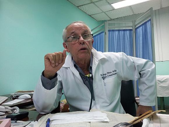 """Jorge Pérez: """"El virus del ébola ha retado al continente africano y a los sistemas de salud de los países desarrollados, evidenciando así las grandes inequidades existentes en el mundo""""."""
