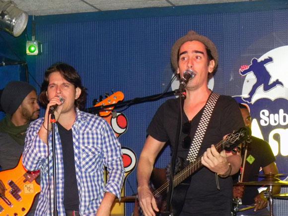 """Mauricio Figueiral tambié cantó junto a Berazaín el popular tema """"Por una camarera"""". Foto. Marianela Dufflar."""