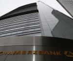 Commerzbank tiene su sede principal en Frankfurt y es actualmente la segunda mayor institución bancaria de Alemania, solo superada en activos y operaciones por el Deutsche Bank, y está considerado como el quinto banco más poderoso del mundo. | Foto: Reuters.