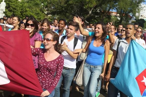 Cubanos celebran cambio de relaciones Cuba-EEUU4