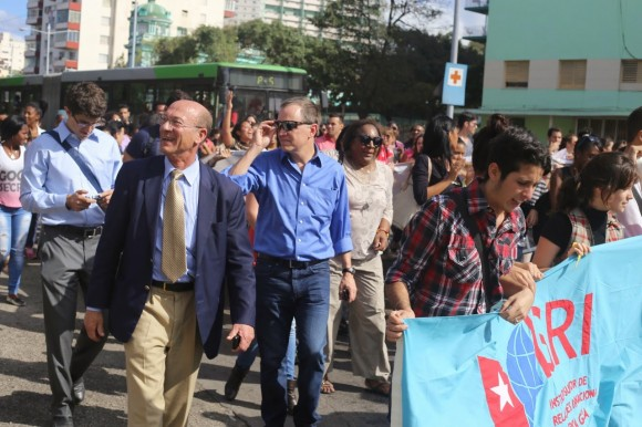 Cubanos celebran cambio de relaciones Cuba-EEUU5
