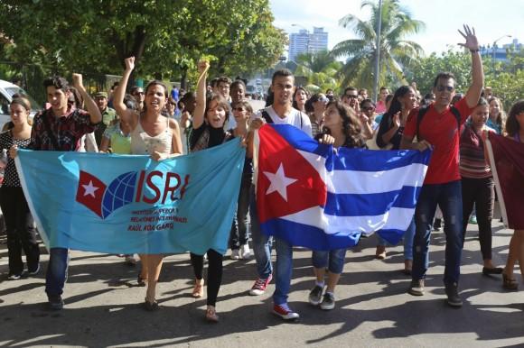 Cubanos celebran cambio de relaciones Cuba-EEUU6