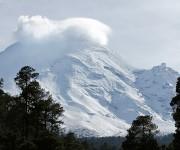 El volcán Popocatépetl mantiene una actividad con exhalaciones de vapor de agua y ceniza en las últimas 24 hora1