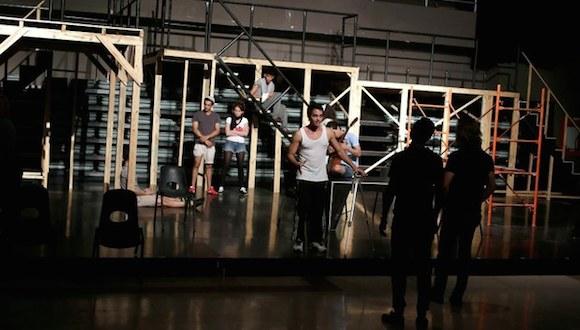 """Ensayo del musical """"Rent"""", pieza que acaparó la aceptación de los cubanos, en La Habana. Foto: Reuters"""