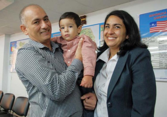 Félix Báez junto a su familia. Foto: Mailín Guerrero Ocaña.