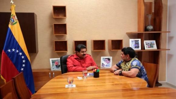 El Pelusa recordó al comandante Chávez durante su conversación con Maduro | Foto: @VTVcanal8.