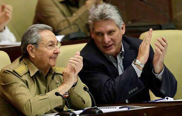 Raúl Castro y Miguel Diaz Canel