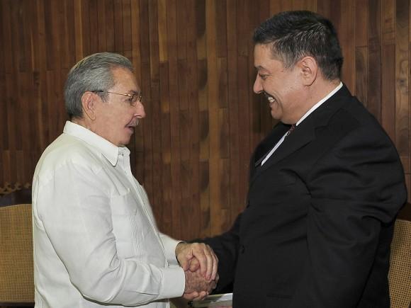 Raúl Castro y Ministro de Salud de Argelia 20 de diciembre de 2014