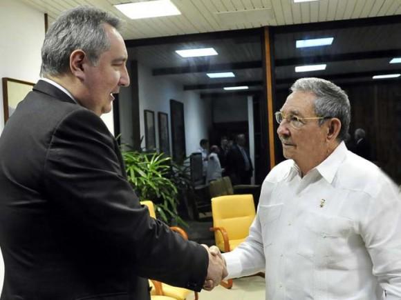 Raúl recibe a Rogozin