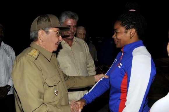 Raul Castro Welcomes Victorious Cuban Athletes at Central American Games