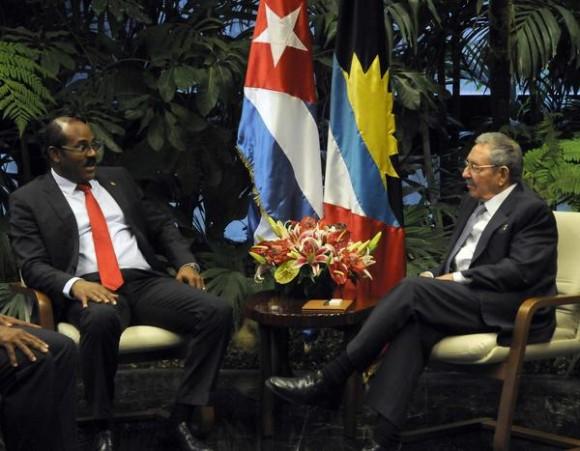 Sostuvo Raúl conversaciones oficiales con el Primer Ministro de Antigua y Barbuda