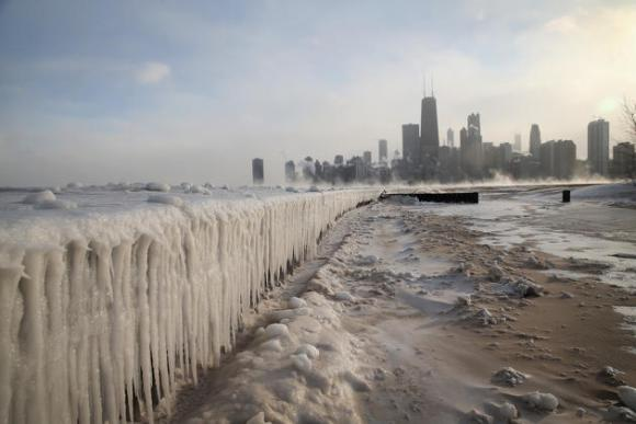 Vista general del Lago Michigan congelado, visto desde la North Avenue Beach, en Chicago, Illinois, el 6 de enero de 2014, después que la ciudad alcanzara una temperatura record de -16 grados Farenheit. Scott Olson