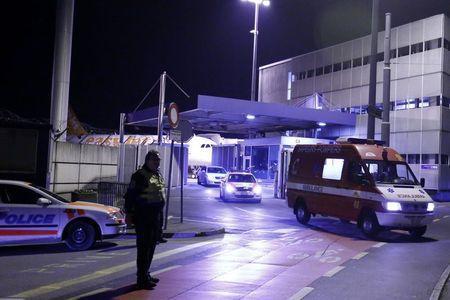 La ambulancia que transportó al doctor Félix Báez al Hospital Cantonal de Ginebra, el pasado 21 de noviembre. Foto: Reuters