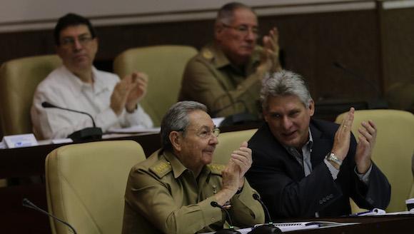 Raúl Castro y Miguel Díaz Canel en la Asamblea Nacional del Poder Popular. Foto: Ismael Francisco/ Cubadebate
