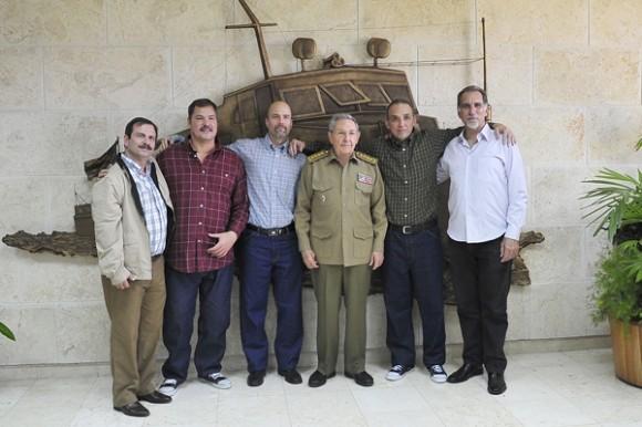 Raúl Castro en el encuentro con Gerardo Hernández, Ramón Labañino y Antonio Guerrero, 17 de diciembre de 2014. Foto: Estudios Revolución