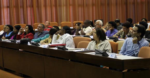 Cuba cerrará empresas estatales que tienen saldos negativos desde 2012