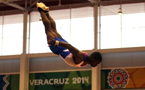 Manrique Larduet Oro en caballo de salto, Plata en Paralelas y Barra fija. Foto: Ismael Francisco/ Cubadebate.