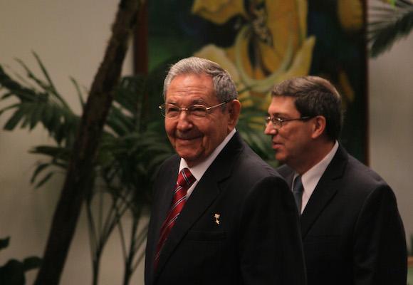 Raul en el recibimiento a Jefes de Estado minutos antes de la Inauguración de la Cumbre Cuba Caricom. Foto: Ismael Francisco/Cubadebate.