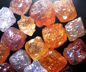 Diamantes en bruto. Foto tomada de gemologiamllopis.com