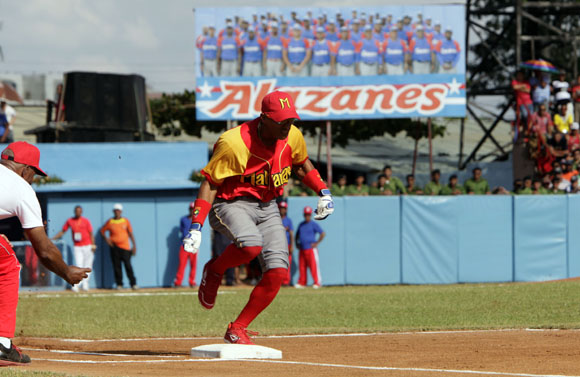 Dainer Moreira gana la carrera de Home a primera. Foto: ismael Francisco/Cubadebate.
