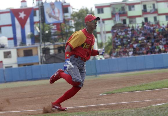 Moreira el mas rapido en la vuelta al cuadro. Foto: ismael Francisco/Cubadebate.