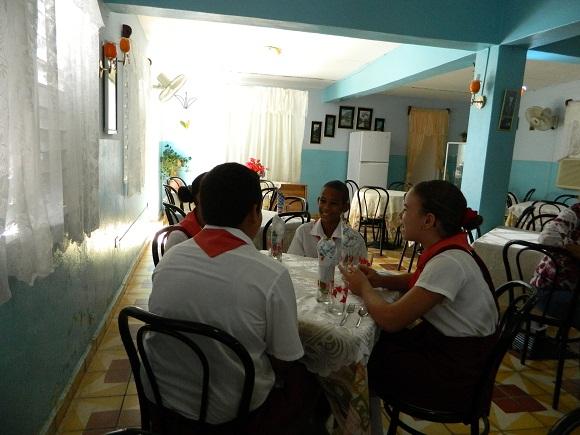 En el restaurant-escuela los niños aprenden las buenas maneras de la mesa. Foto: Susana Tesoro.