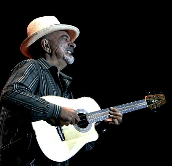 Pancho Amat en Gala por el 15 Aniversario de la Mesa Redonda. Foto: Ismael Francisco/Cubadebate.