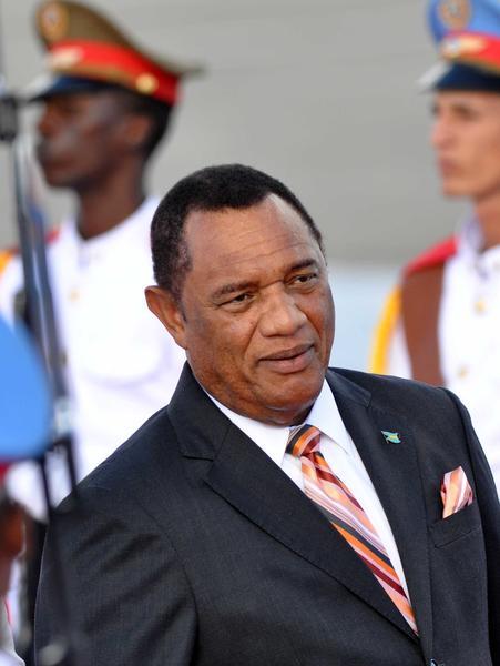 Perry Gladstone Christie (D), Primer  Ministro de la Mancomunidad de las Bahamas, arribo a La Habana, para participar en la V Cumbre CARICOM-Cuba, en La Habana, el 7 de diciembre de 2014. AIN FOTO/Marcelino VAZQUEZ HERNANDEZ