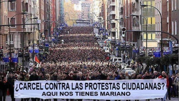 Este fin de semana se realizarán movilizaciones en varias ciudades de España en contra de la Ley de Seguridad Ciudadana o Ley Mordaza. Foto / Telesur.