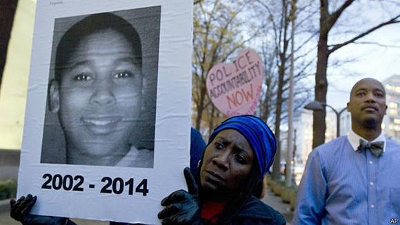 Se han registrado varias protestas pacíficas desde la muerte de Rice. Foto: BBC
