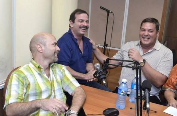 """De izquierda a derecha: Gerardo, Fernando y Ramón en el programa """"La luz en lo oscuro"""". Foto: Radio Rebelde/ Facebook"""