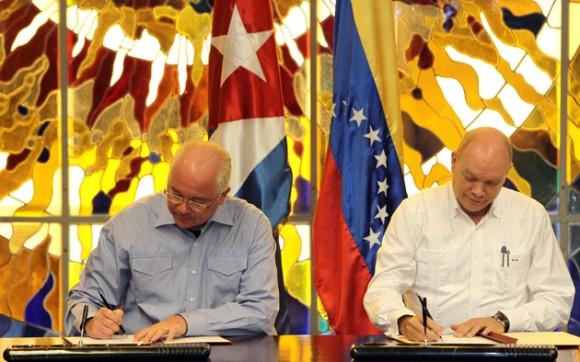 Los Ministros Ramírez y Rodrigo Malmierca. Foto: EFE