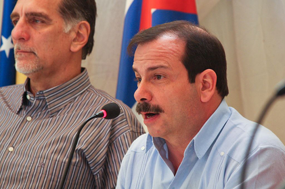 03 visita de los 5 a la embajada (Fernando González)
