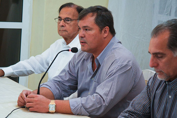 04 visita de los 5 a la embajada (Ramón Labañino)