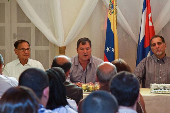 05 visita de los 5 a la embajada (al centro Ramón Labañino)