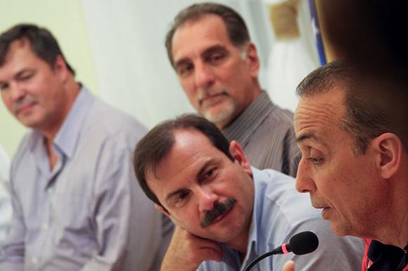 10 visita de los 5 a la embajada (desde la izquierda Ramón, René, Fernando y Antonio))