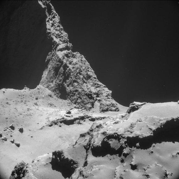 Es, sin duda, una de las imágenes más importantes del 2014 por su significado histórico y también la podemos ver en Flickr. Se trata de la superficie del cometa 67P/Churiumov-Guerasimenko, al que llegó y fotografió la sonda Rosetta, enviada por la Agencia Espacial Europea.