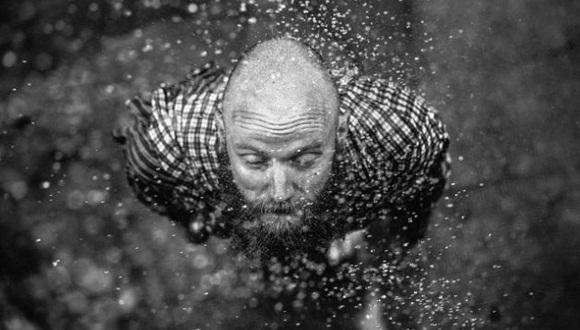 Los usuarios de Flickr también han subido algunos retratos realmente espectaculares. Uno de los más conmovedores que se han tomado en este 2014 ha sido este realizado por LJ.     Los paisajes han sido protagonistas en Flickr durante 2014. Esta espectacular vista de la aurora boreal desde el norte de Noruega tomada por Lorenzo Montezemolo es una de las fotos más espectaculares que hemos disfrutado en esta red social el año pasado.     Es, sin duda, una de las imágenes más importantes del 2014 por su significado histórico y también la podemos ver en Flickr. Se trata de la superficie del cometa 67P/Churiumov-Guerasimenko, al que llegó y fotografió la sonda Rosetta, enviada por la Agencia Espacial Europea.     Jacob Edmiston muestra en esta fotografía, otra de las mejores para Flickr, la naturaleza a su máximo detalle, con la imagen de esta increíble anémona.     Trent Davis tomó esta espectacular fotografía del Lago del Oso, en el Parque Nacional de las Montañas Rocosas.     Esta espectacular imagen realizada por David Uzochukwu tampoco ha pasado desapercibida para Flickr. Forma parte de un proyecto en el que participa este fotógrafo llamado 'Hopeless Wanderer'.     Tampoco ha pasado desapercibida para Flickr esta preciosa fotografía tomada por Alex Benetel que nos muestra a una mujer tumbada en un bosque.     Esta fotografía lleva como título 'Books' y está realizada por Laura Williams, quien consigue crear un fantástico efecto que, sin duda, sorprende enormemente al espectador.     Otra de las elegidas por Flickr como mejores fotografías de 2014 es esta extraordinaria imagen en blanco y negro de Chris Hieronimus.